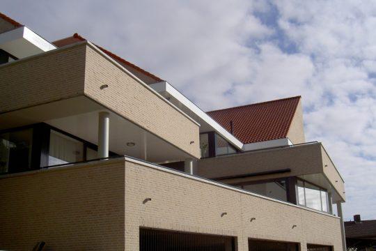 Terrassen voorzijde - Appartementengebouwen De Poell en La Poste, Nederweert | BEELEN CS architecten / Thallia groep Weert - Eindhoven