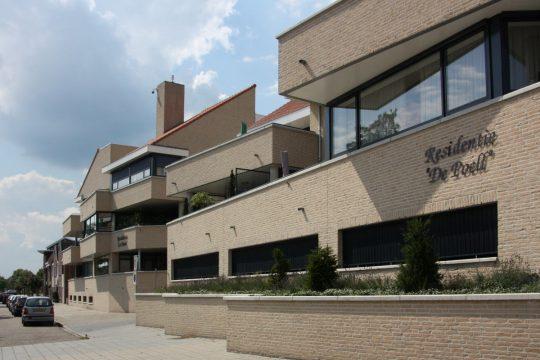Totaalbeeld straatzijde - Appartementengebouwen De Poell en La Poste, Nederweert - BEELEN CS architecten Eindhoven / Thalliagroep Weert