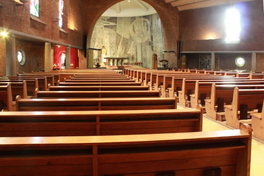 interieur bestaand banken - Fatimakerk Weert | BEELEN CS architecten / Thallia groep Weert - Eindhoven