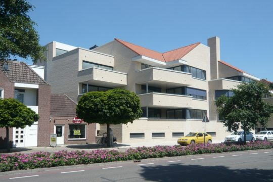 straatzijde La Poste - Appartementengebouwen De Poell en La Poste, Nederweert | BEELEN CS architecten / Thallia groep Weert - Eindhoven