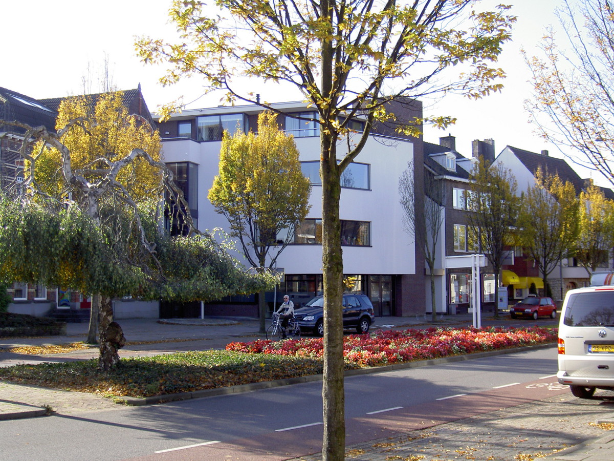 straatzijde - Woongebouw aan de Emmasingel, Weert - BEELEN CS architecten Eindhoven / Thalliagroep Weert