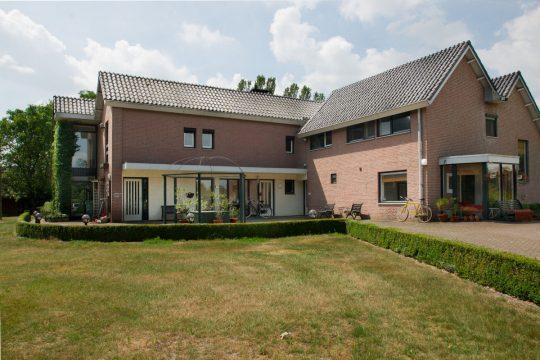 entree, voorzijde - Jeugdzorg Tuurkesweg - BEELEN CS architecten Eindhoven / Thalliagroep Weert