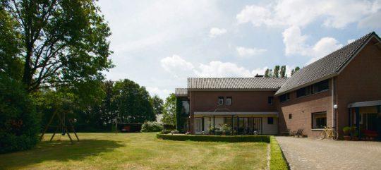 entree, voorzijde tuin- Jeugdzorg Tuurkesweg - BEELEN CS architecten Eindhoven / Thalliagroep Weert