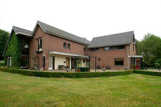 entree, voorzijde erker - Jeugdzorg Tuurkesweg - BEELEN CS architecten Eindhoven / Thalliagroep Weert