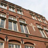 St Barbara gevel - Herbestemming oude katholieke school naar Appartementen, Amsterdam - BEELEN CS architecten Eindhoven / Thalliagroep Weert