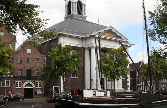 Zicht op de kerk vanaf de overzijde - plan voor mausoleum in de Kerk aan de Lange Haven, Schiedam - Thalliagroep Weert Eindhoven