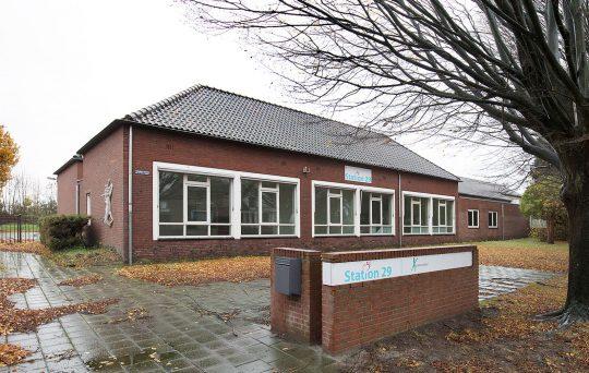 Studie inpassing woongroep in schoolgebouw, entree, Guttecoven Sittard-Geleen | BEELEN CS architecten / Thallia groep Weert - Eindhoven